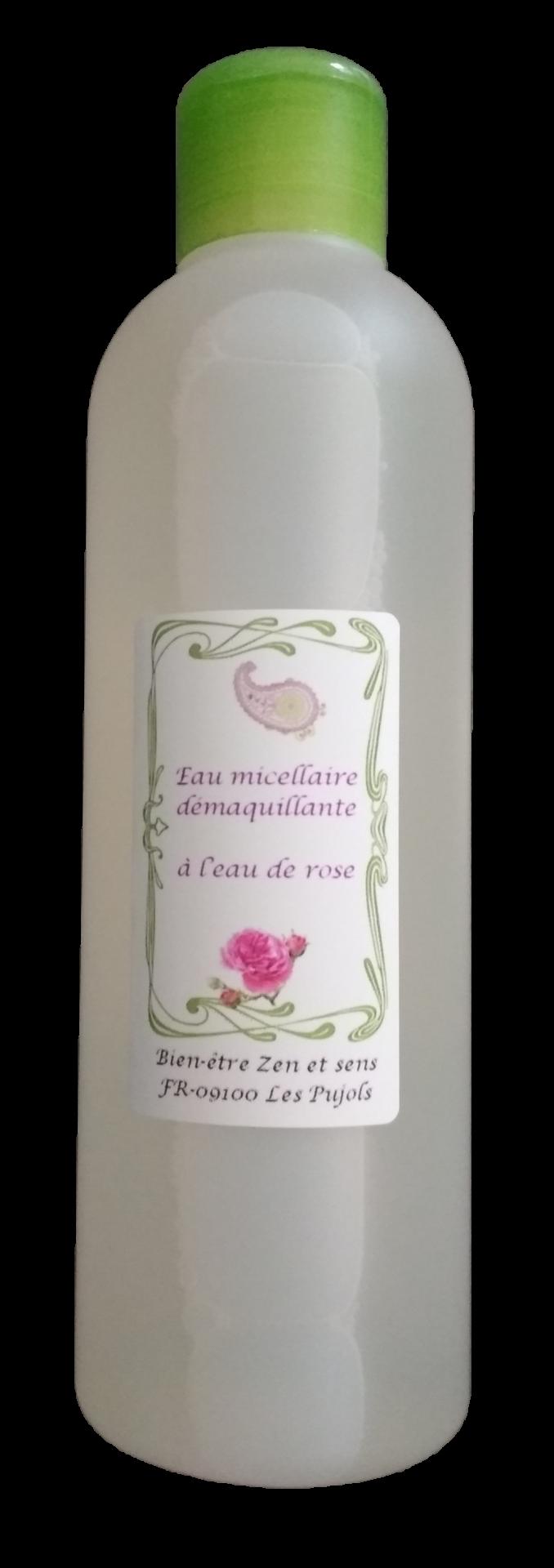 Eau micellaire rose transparente